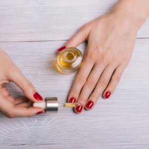 Olje za negonohtov in obnohtne kožice z eteričnimi olji